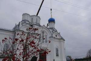 24 октября храм в честь Покрова Пресвятой Богородицы в селе Большие Ключищи обрёл новые кресты и купола