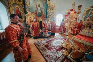 Богослужения в Неделю 6-ю по Пасхе, о слепом и день памяти святых равноапостольных Кирилла и Мефодия