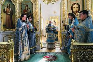 Празднование в честь чудотворной афонской иконы Божией Матери, именуемой «Троеручица»