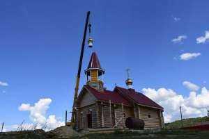 Храм-часовню Архангела Михаила в селе Вязовка увенчали два золоченых купола