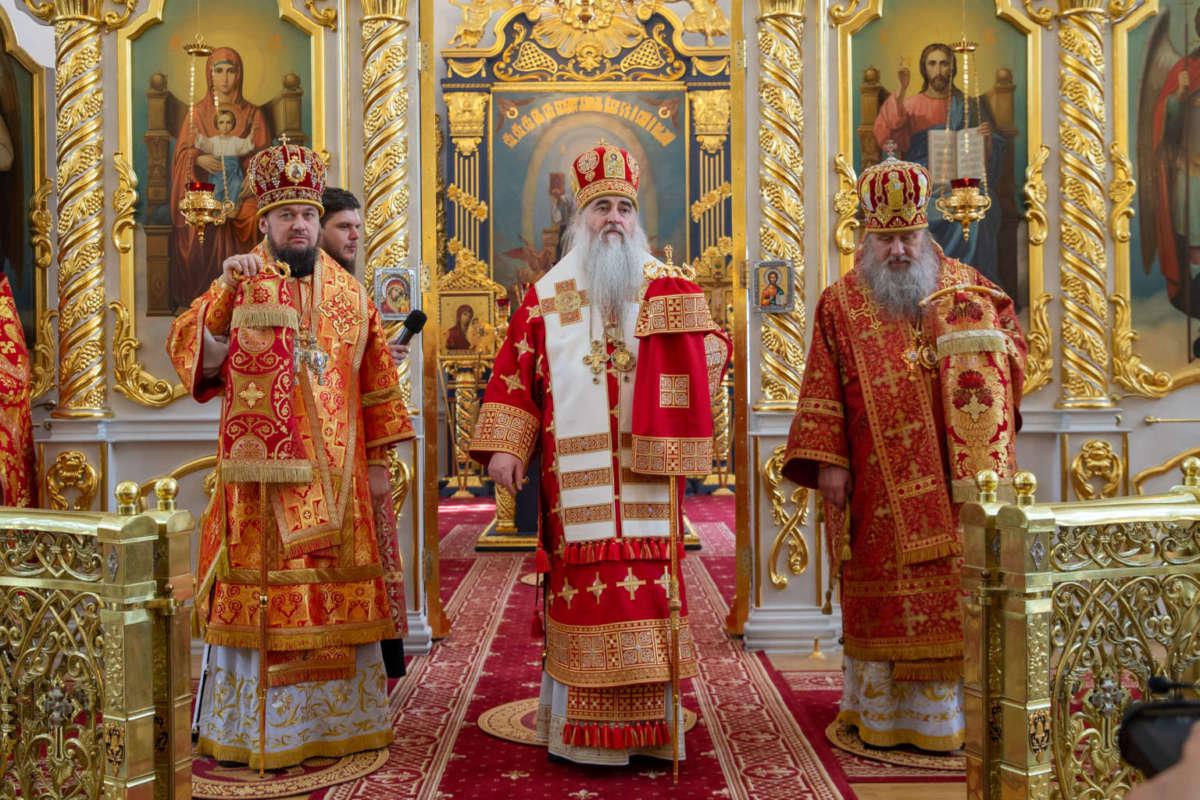 Божественная литургия в Спасо-Вознесенском кафедральном соборе Ульяновска