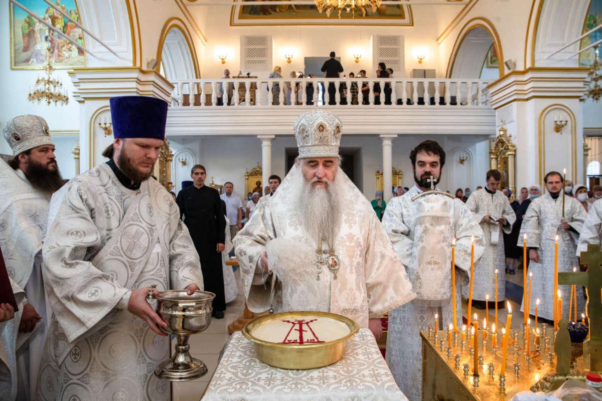 Божественная литургия и панихида в Спасо-Вознесенском кафедральном соборе Ульяновска