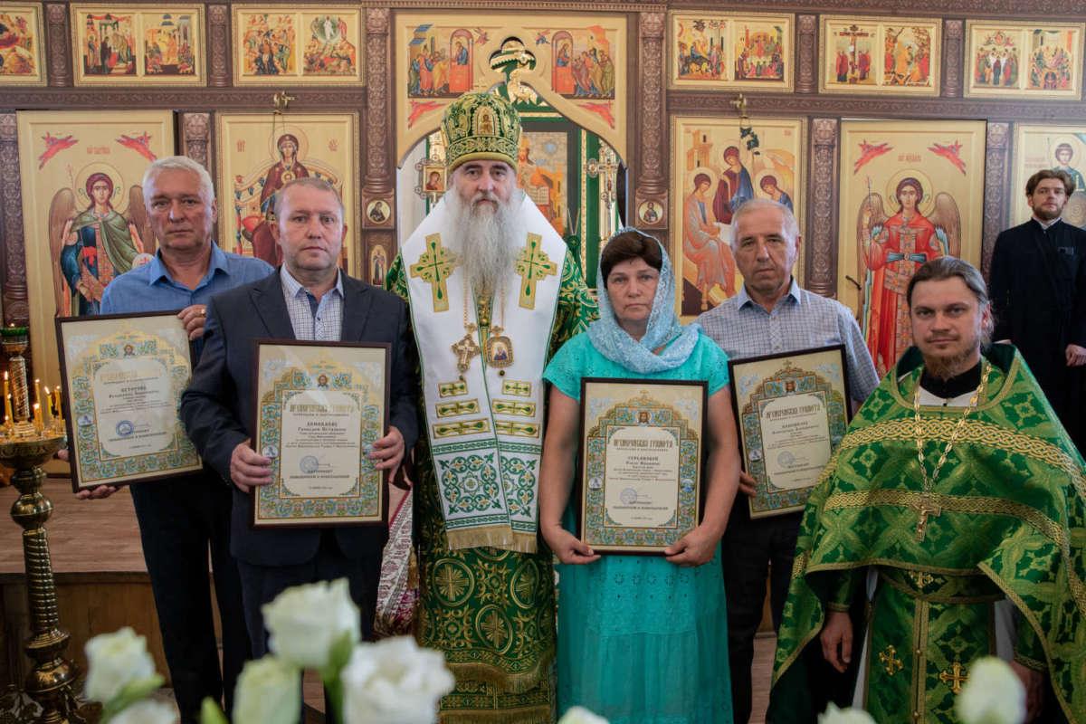 Божественная литургия в храме Святой Живоначальной Троицы г. Новоульяновска