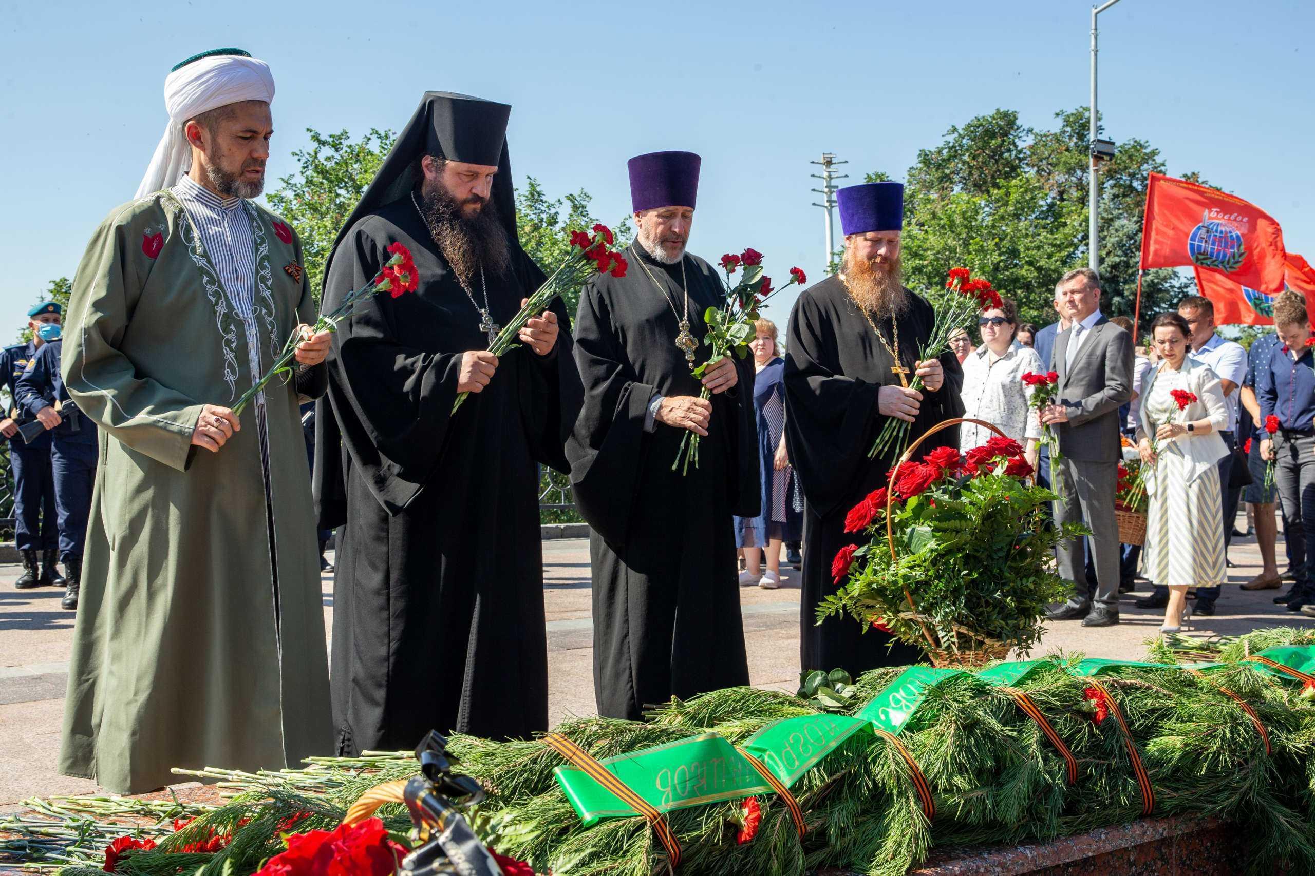 В Ульяновске состоялось возложение цветов к Вечному огню
