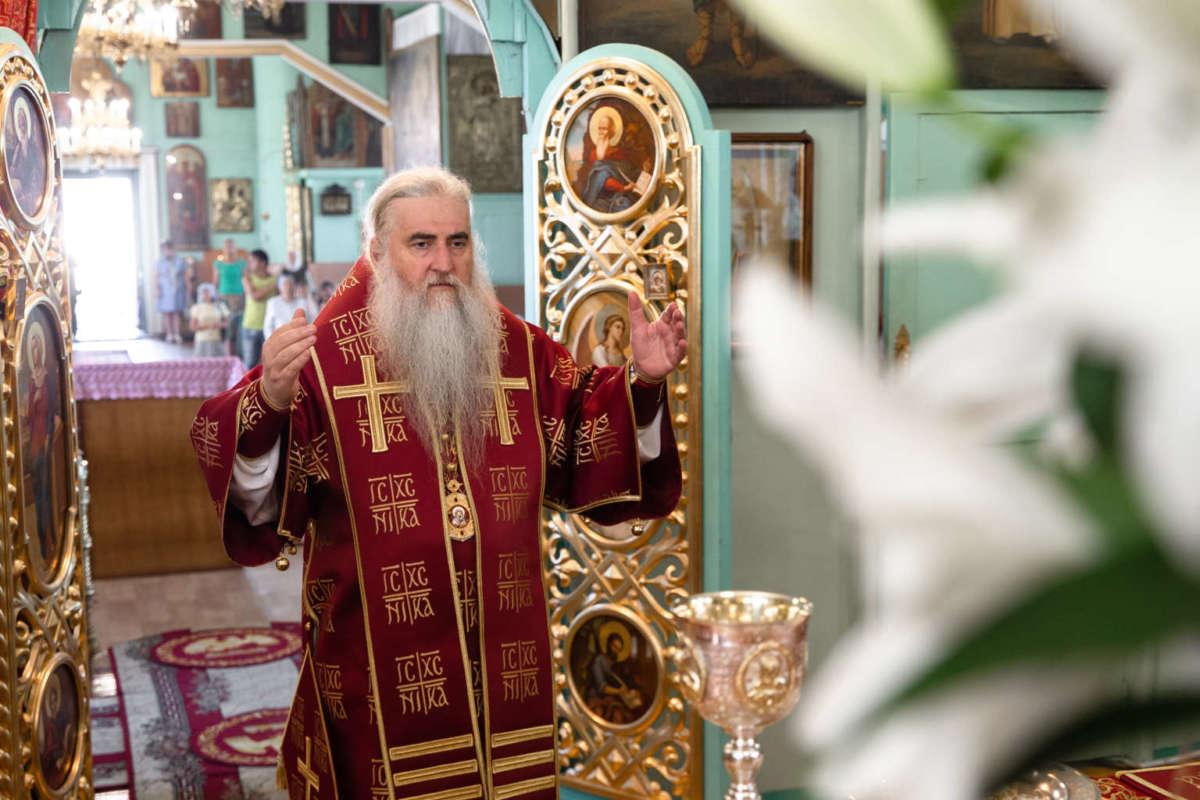 Божественная литургия в храме в честь иконы Божией Матери «Неопалимая Купина» г. Ульяновска