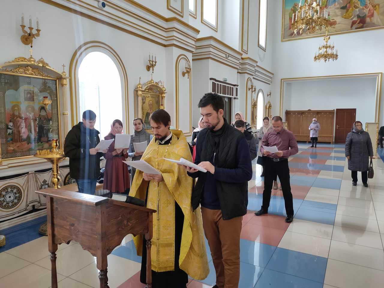 В Спасо-Вознесенском соборе состоялся очередной молебен о создании семьи для православной молодежи